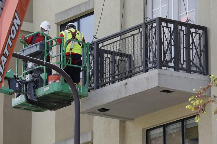 Le balcon n'était «sans aucun doute pas assez... (PHOTO AP)