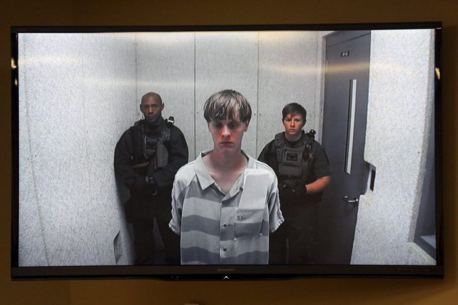 Dylann Roof a comparu à 14 h 15, par... (PHOTO GRACE BEAHM, AP/THE POST AND COURIER)