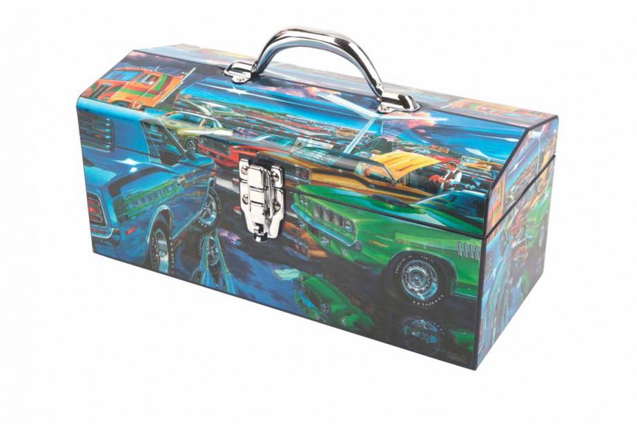 Le pimpant : pour le papa passionné d'automobile. Ce coffre à outils en acier met en valeur les plaques de carrosserie de la puissante Cudas E-Body de 1970 à 1974. Une création canadienne signée de l'artiste Michael Irvine. 29,99 $ chez Canadian Tire ()
