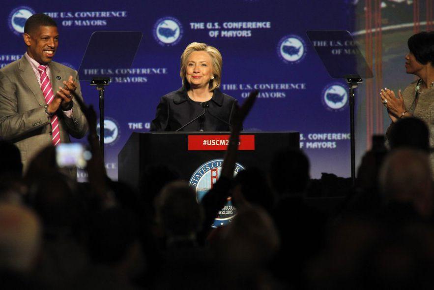 Hillary Clintona déclaré que le Congrès devrait adopter... (PHOTO MATHEW SUMNER, AP)