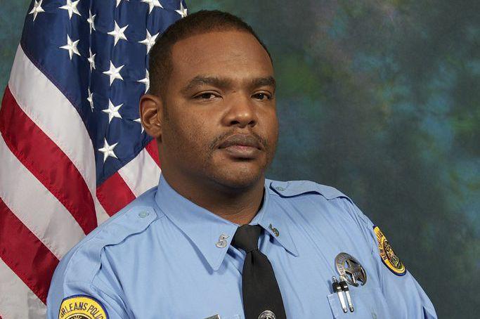 L'agent Holloway, âgé de 45 ans, était membre... (PHOTO AP/FOURNIE PAR LA POLICE)