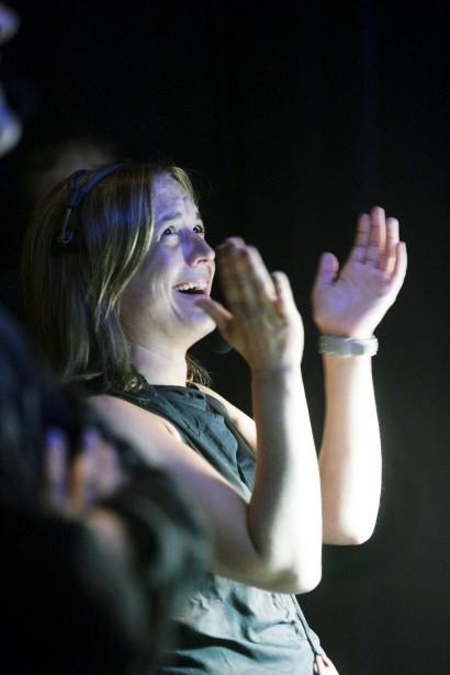 La fébrilité de la régisseuse Mélanie Félix était palpable samedi soir, alors que se déroulait sous ses yeux attentifs les mises en scène d'un spectacle qu'elle connaissait par coeur. (Le Soleil, Jean-Marie Villeneuve)