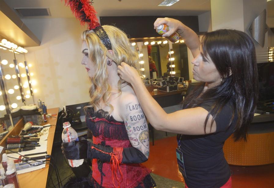 La <i>drag queen</i> Lady Boom Boom en a surpris plus d'un samedi soir en enlevant sa perruque dans le tout dernier sketch du spectacle, alors qu'elle était au lit avec nul autre que Gad Elmaleh. (Le Soleil, Jean-Marie Villeneuve)