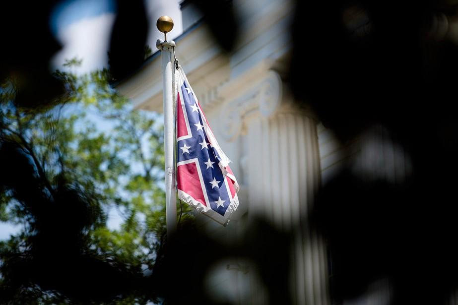 La bannière controversée a été abaissée mercredi matin... (Photo Albert Cesare, The Montgomery Advertiser via AP)