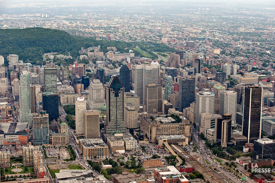Vue aérienne du centre-ville de Montréal.... (PHOTO DAVID BOILY, ARCHIVES LA PRESSE)