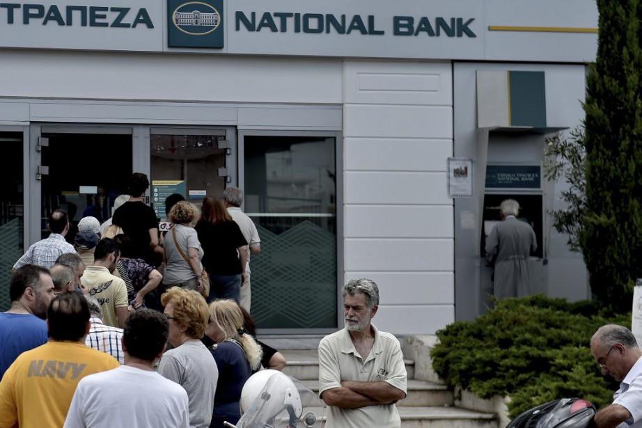 Dans la capitale Athènes comme à Thessalonique, de... (PHOTO ARIS MESSINIS, AFP)
