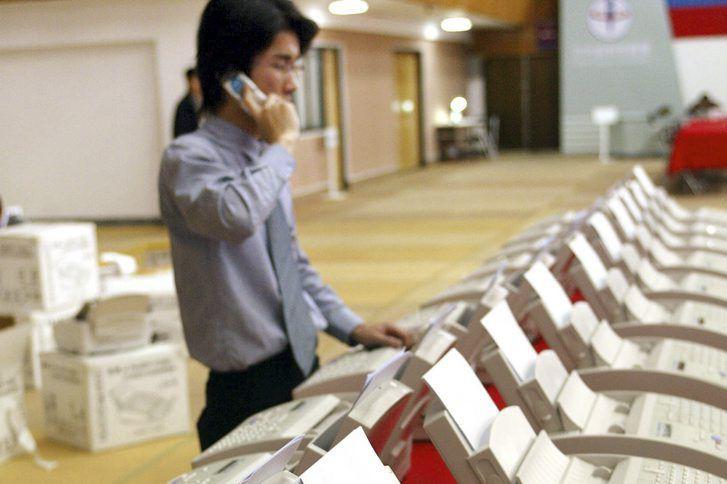Au Japon, où le télécopieur est depuis des... (PHOTO YOSHIKAZU TSUNO, ARCHIVES AFP)