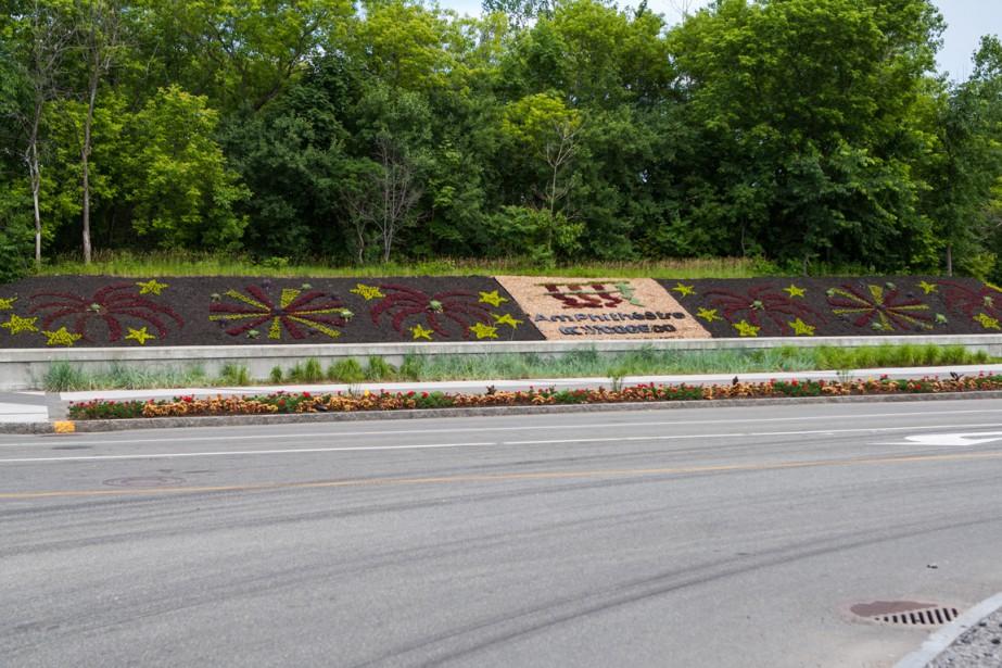 Avenue des Draveurs: explosion de fleurs pour souligner l'ouverture de l'Amphithéâtre Cogeco. (Photo: Olivier Croteau, Le Nouvelliste)