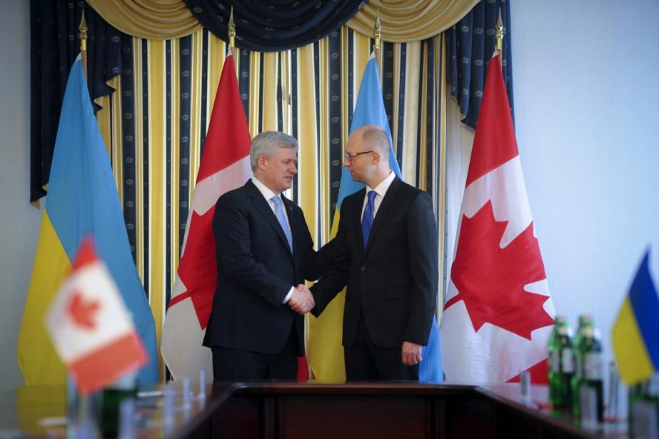 Arseni Iatseniouk a rencontré Stephen Harper à Kiev,... (PHOTO ANDREW KRAVCHENKO, REUTERS)