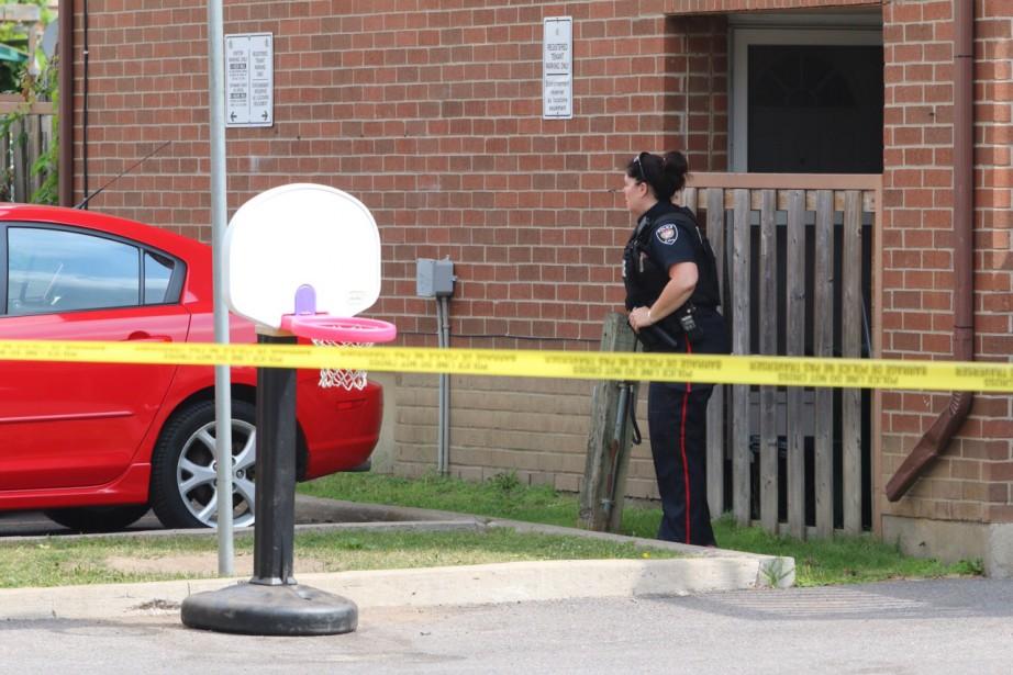 Une personne a été blessée par balle un peu après 8 h, mardi matin, à Ottawa, sur le chemin privé Lilas. (Patrick Woodbury, LeDroit)