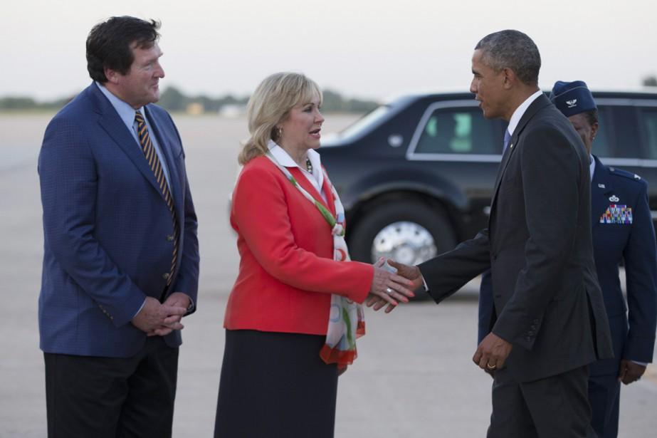 La gouverneure républicaine de l'Oklahoma Mary Fallin accueille... (PHOTO EVAN VUCCI, AP)