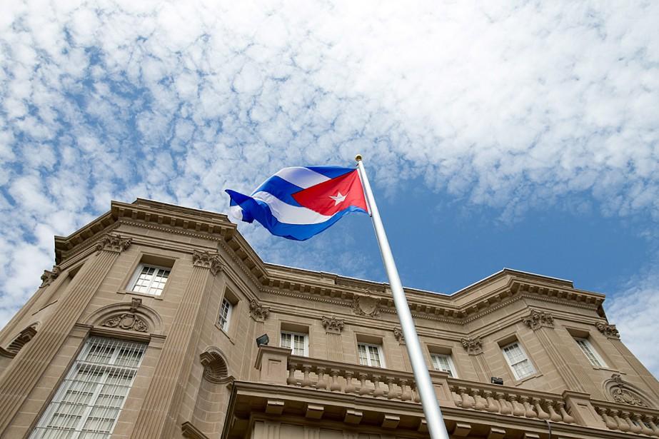 Le drapeau cubain a été hissé lundi sur... (Photo Andrew Harnik, archives AP)