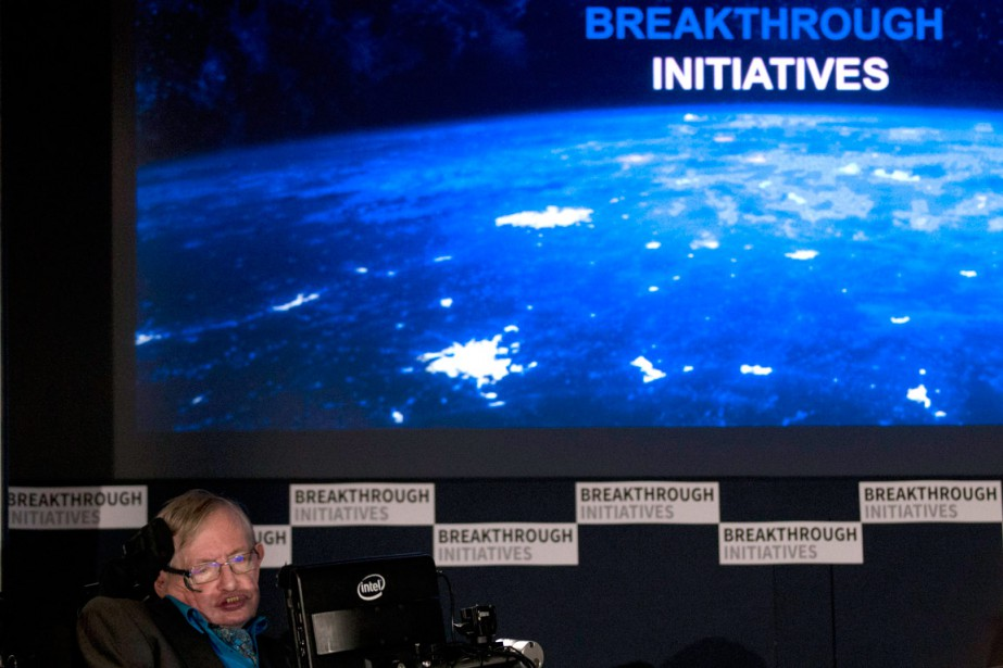 L'astrophysicien Stephen Hawking s'est fait connaître du public... (Photo Matt Dunham, AP)