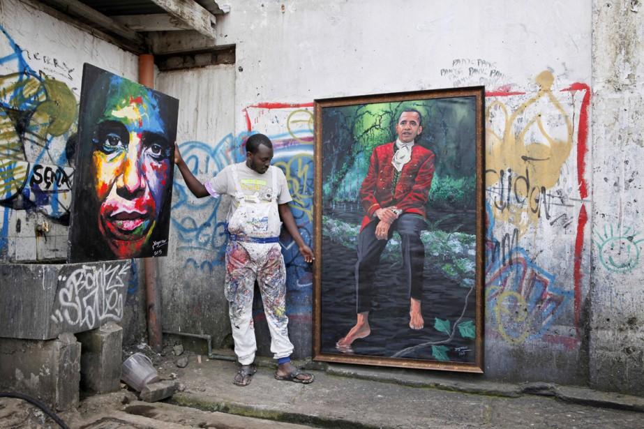 Le peintre kényan Yegonizer pose pour le photographe... (PHOTO TILL MUELLENMEISTER, AFP)