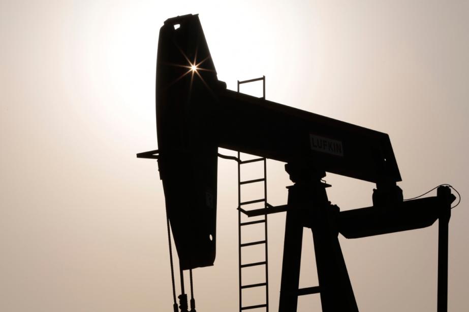 Les prix du pétrole perdaient du terrain jeudi en cours... (PHOTO ARCHIVES AP)