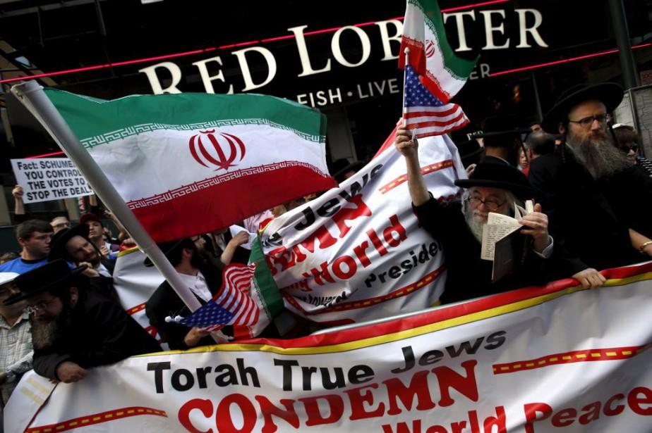 La foule était composée notamment d'élus républicains, de... (Photo Mike Segar, Reuters)