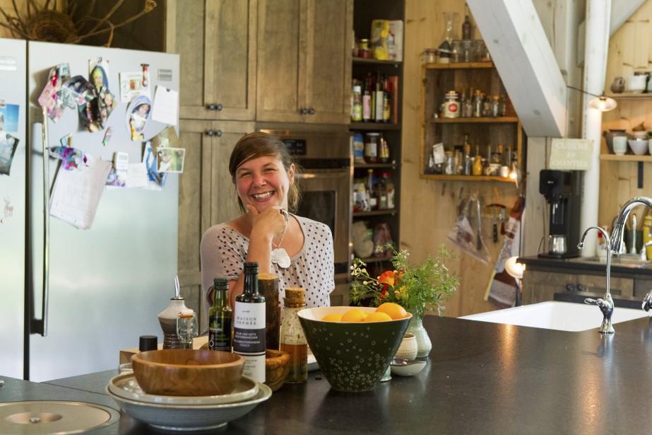 Kim Lachance voulait une cuisine qui lui ressemble: accueillante et généreuse. (Le Soleil, Caroline Grégoire)