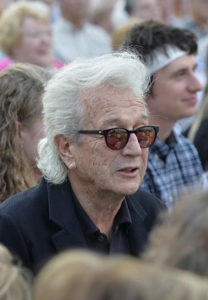 Près de 1500 spectateurs, dont le compositeur Luc Plamondon en personne, prenaient place devant et de chaque côté de la scène. (Le Soleil, Pascal Ratthé)