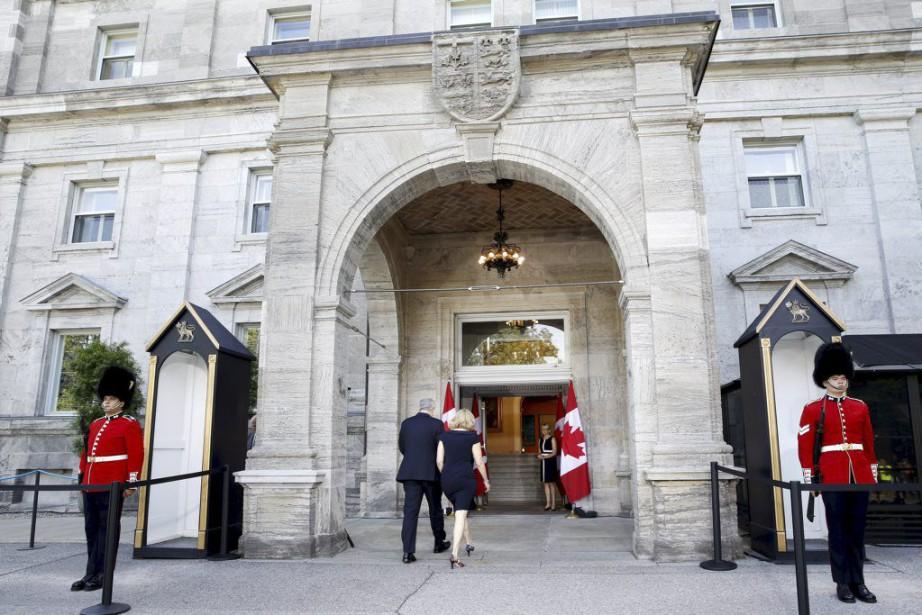 Stephen Harper s'est rendu à Rideau Hall en... (PHOTO BLAIR GABLE, REUTERS)