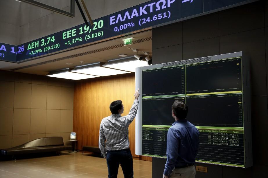 La Bourse d'Athènes limitait ses pertes mardi à... (Photo Yorgos Karahalis, AP)