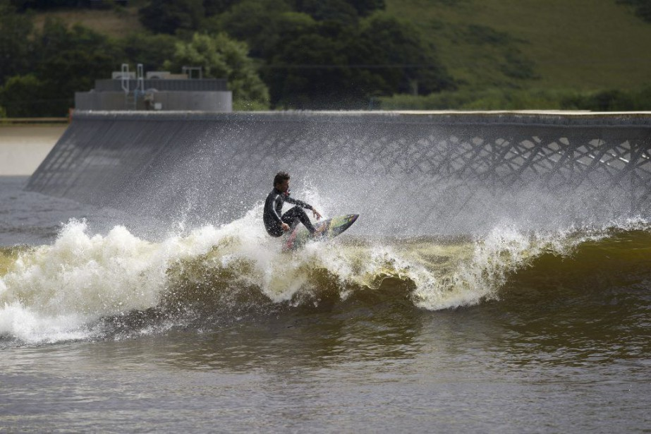 Le parc de surfSurf Snowdonia se targue de... (PHOTO AFP)