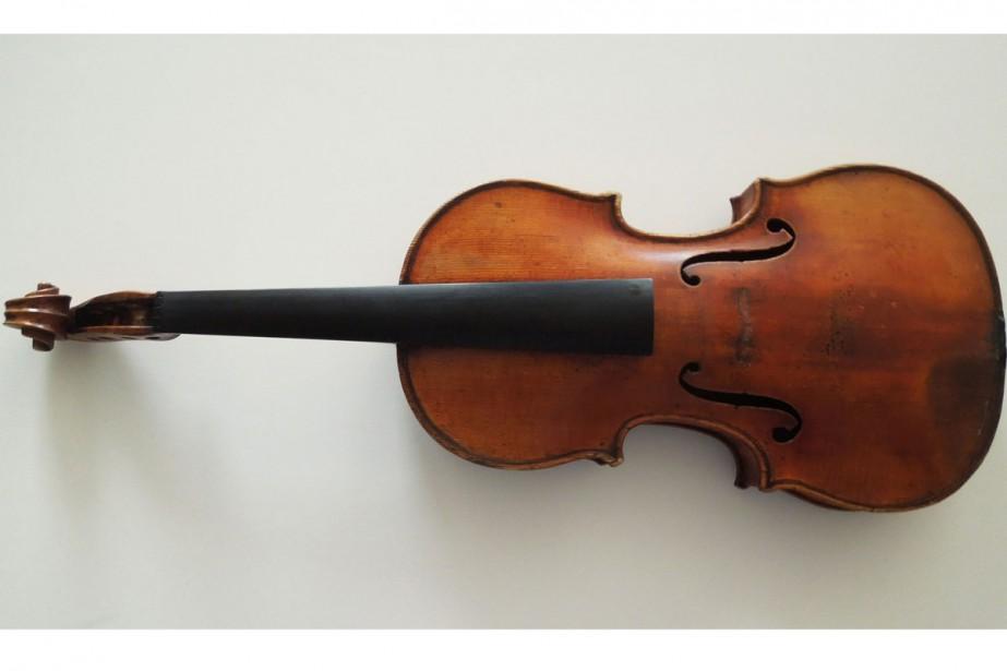 Une jeune violoniste qui avait oublié un Stradivarius dans un train... (PHOTO AP)