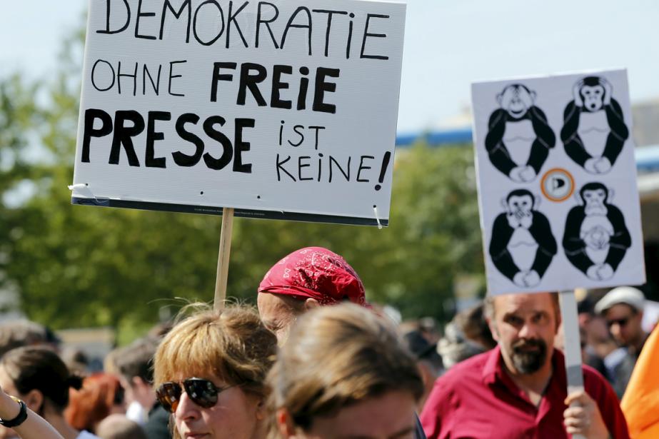 Des Allemands ont manifesté la semaine dernière à... (PHOTO FABRIZIO BENSCH, REUTERS)