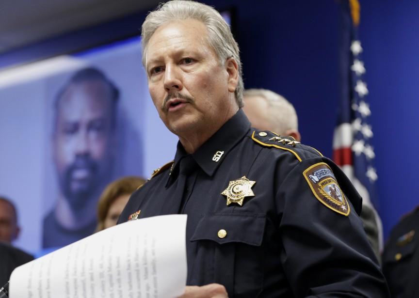 Tim Cannon, du bureau du shérif de Harris,... (Photo AP)