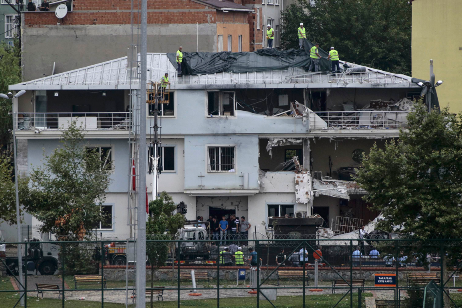 Un kamikaze présumé a fait exploser une voiture... (Photo Huseyin Aldemir, Reuters)