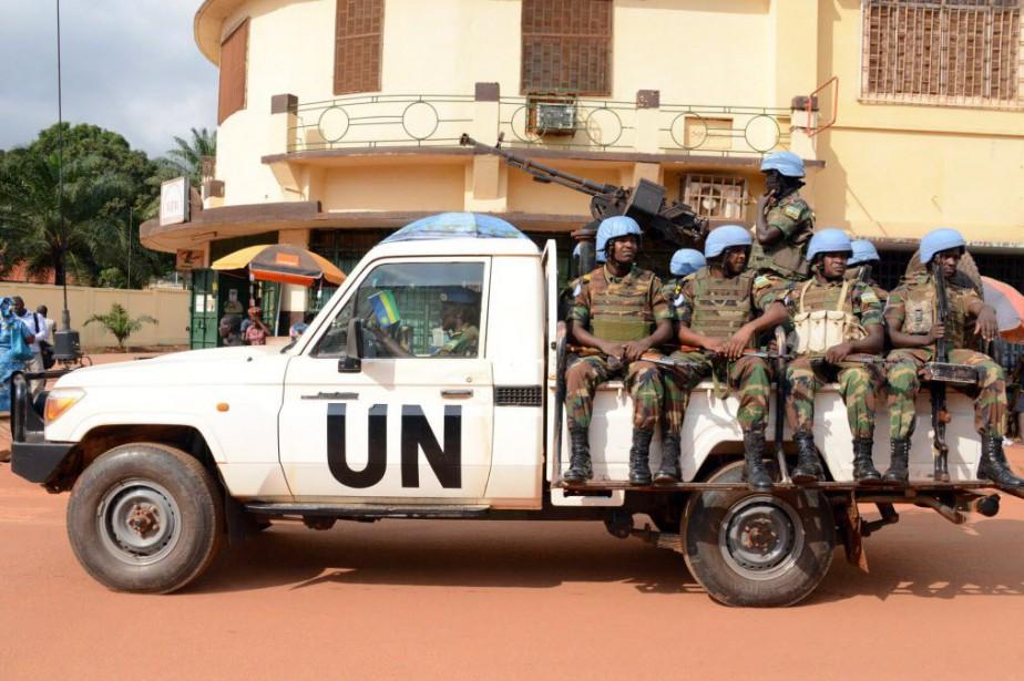 Un Casque bleu de la mission de l'ONU en... (Photo PACOME PABANDJI, archives AFP)