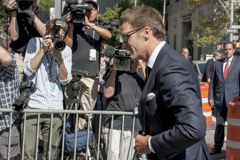 Tom Brady à son arrivée au tribunal fédéral... (Photo Darren Ornitz, Reuters)