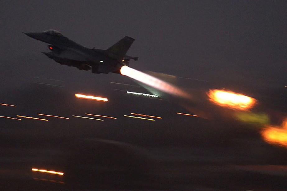 Un F-16 décollant de la base d'Incirlik, en... (Photo archives AP)