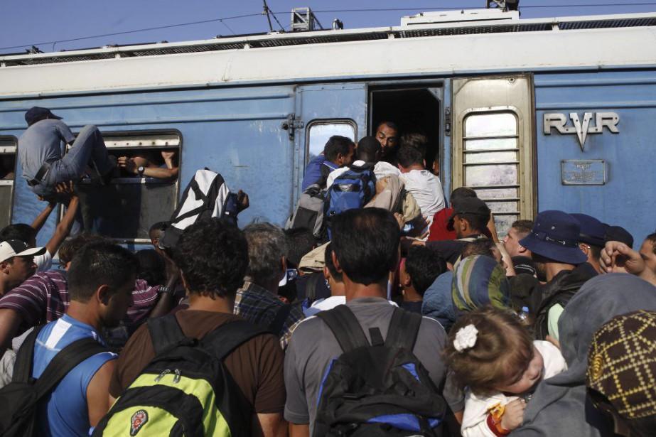 Le sentiment d'urgence des migrants qui souhaitent se... (Photo Boris Grdanoski, AP)