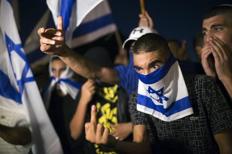 Des militants juifs de droite sont venus dénoncer... (PHOTO REUTERS)
