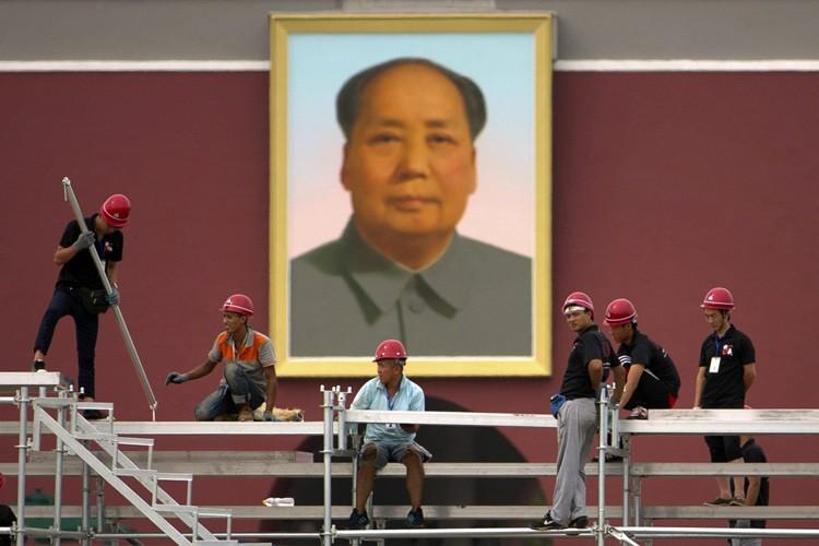 Un portrait géant de Mao Zedong orne la... (PHOTO AP)