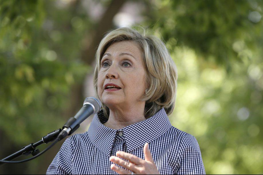 Mme Clinton affiche un soutien clair aux mesures... (Photo AP)