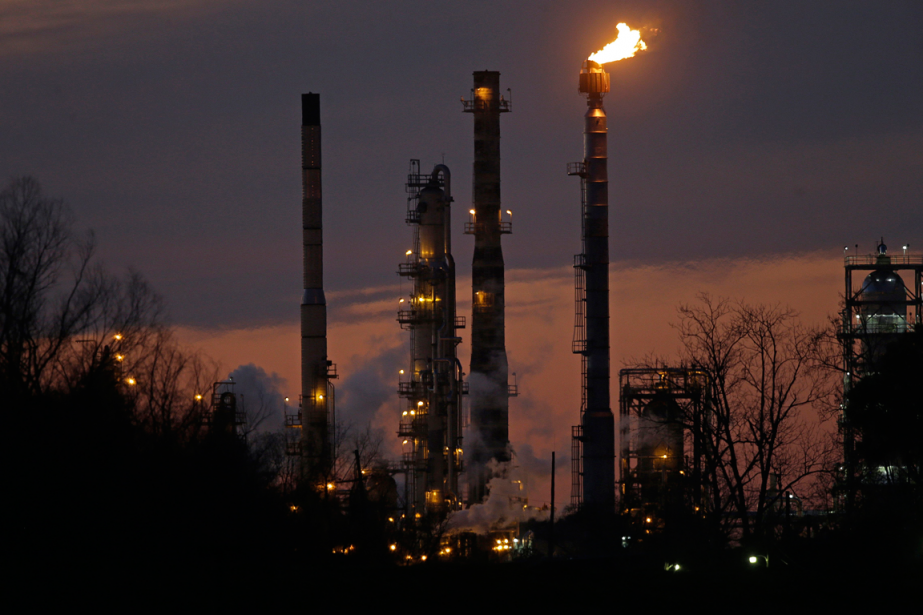 Les cours du pétrole ont encore un peu... (Photo Gerald Herbert, archives AP)