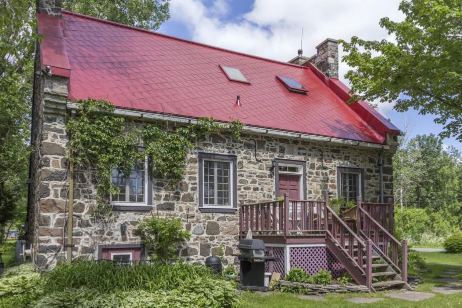 Pierre d'origine, toit en tôle refait, fenêtres changées,... (Photo fournie par Royal LePage Tendance)