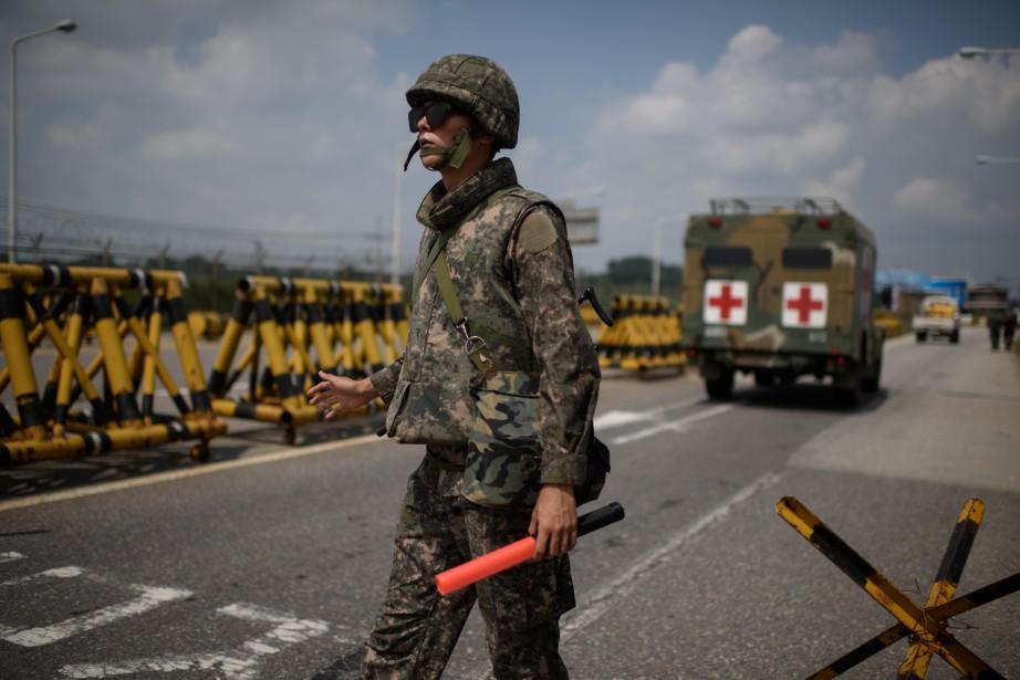 Un soldat sud-coréen monte la garde à un... (Photo Ed Jones, AFP)