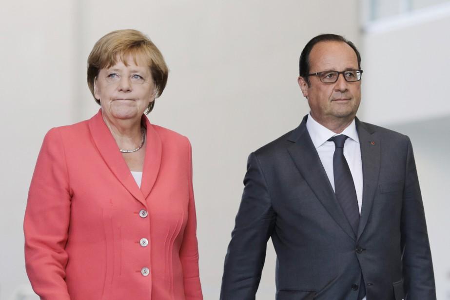 Le président français François Hollande et la chancelière... (PHOTO MARKUS SCHREIBER, AP)
