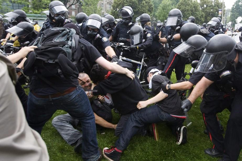 Plus de 1000 personnes ont été détenues lors... (PHOTO ARCHIVES LA PRESSE CANADIENNE)