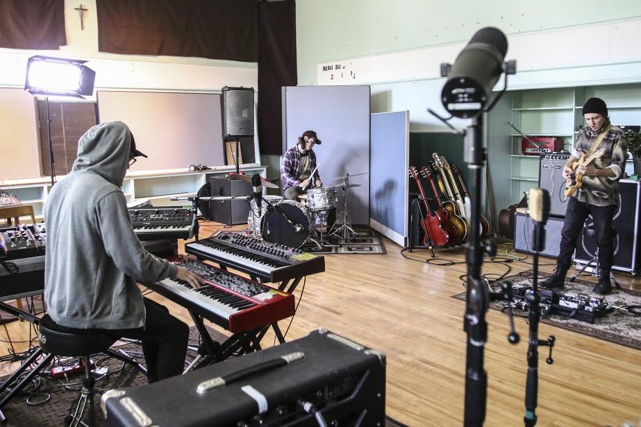 Fred Levac (au clavier), Jean-Philippe Levac (à la batterie) et Marc-Andre Labelle (à la guitare) (Patrick Woodbury, LeDroit)