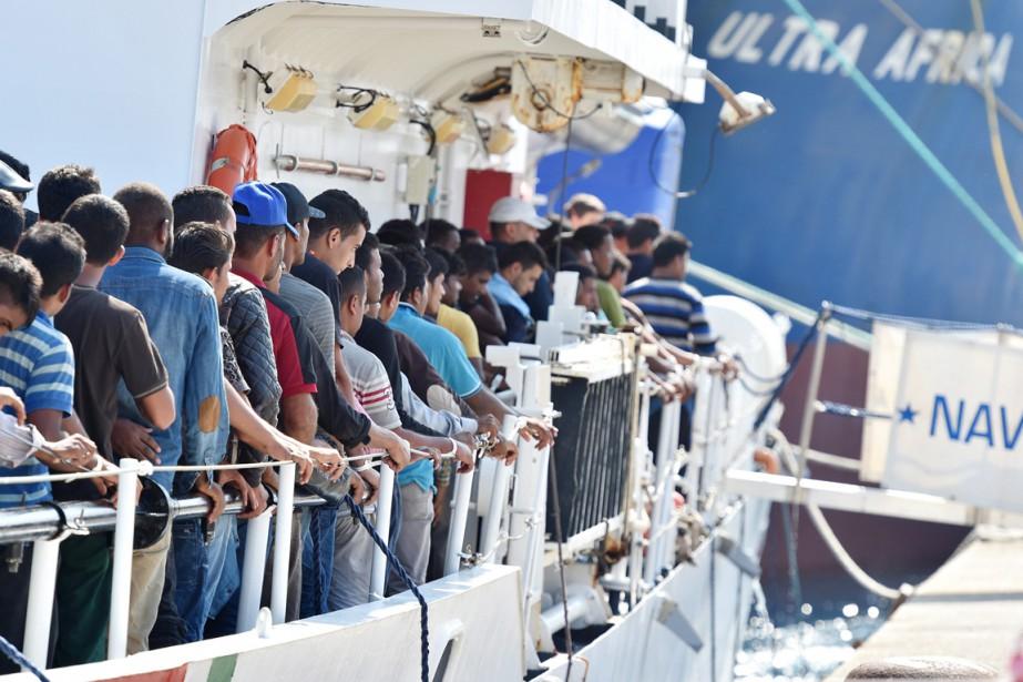 «Le nombre de réfugiés et migrants ayant traversé... (PHOTO CARMELO IMBESI, ARCHIVES AP)
