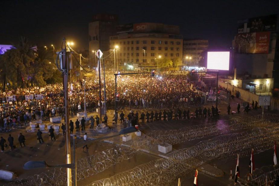 Vendredi, place Tahrir à Bagdad, les manifestants agitaient... (Photo Thaier al-Sudani, Reuters)