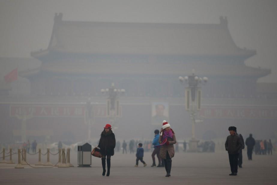 Jour de smog à Pékin, à la placede... (PHOTO Kim Kyung-Hoon, ARCHIVES REUTERS)