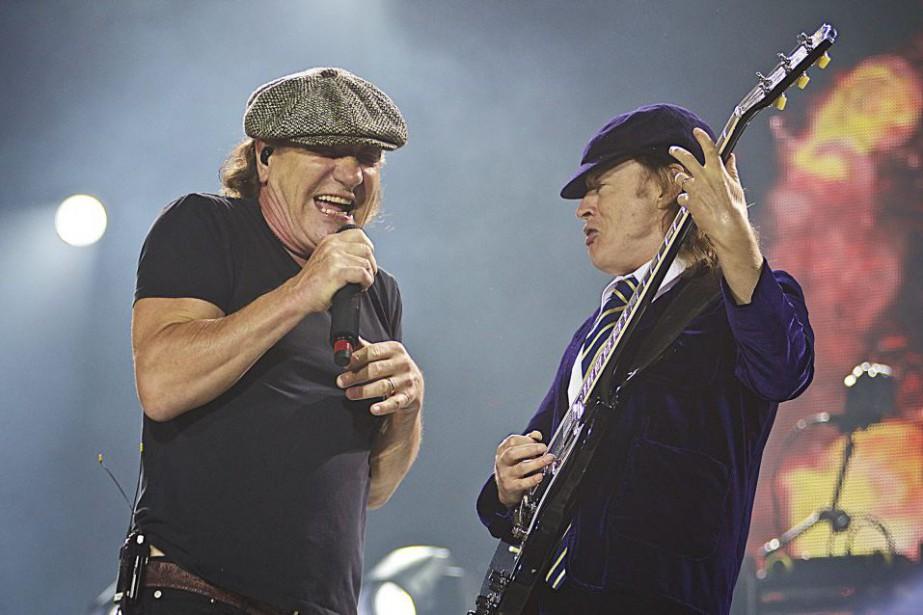 Sous sa casquette grise, Brian Johnson (à gauche)...