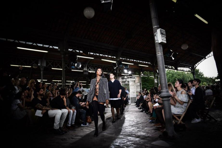 En parallèle au défilé, Givenchy inaugurera sa boutique... (Photo Zacharie Scheurer, archives AP)