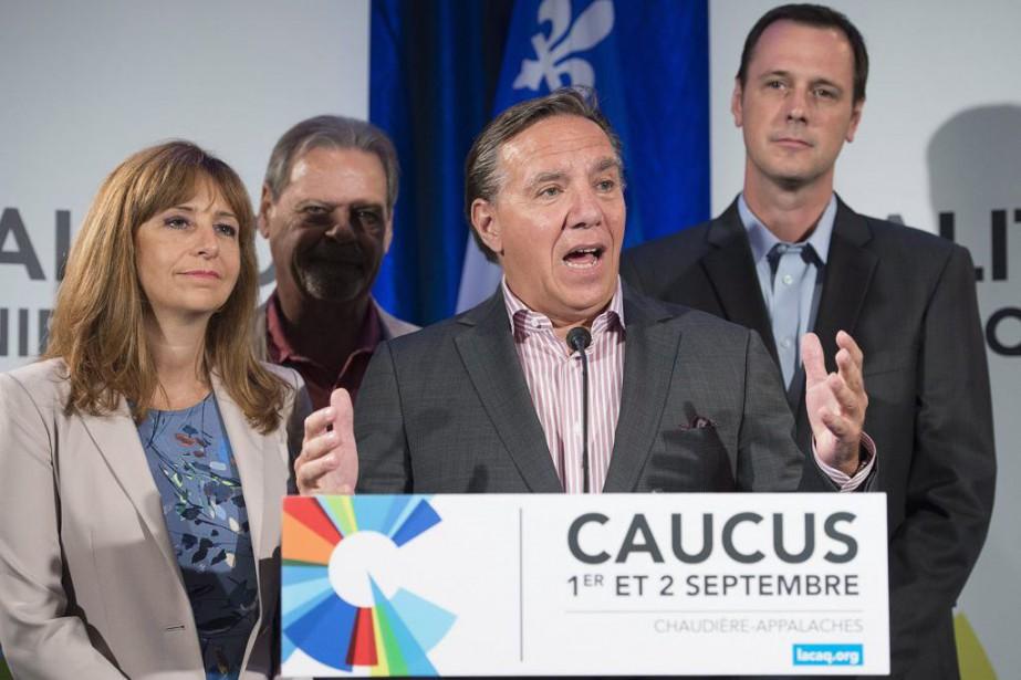 François Legault (au centre)... (PHOTO JACQUES BOISSINOT, LA PRESSE CANADIENNE)