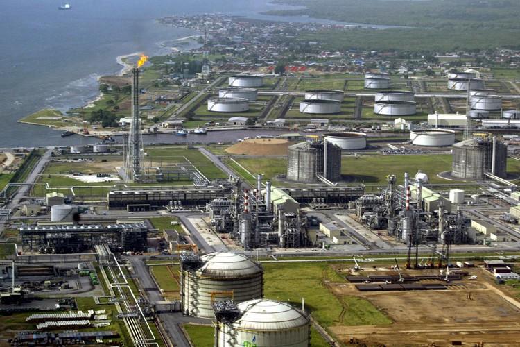 Le vol de pétrole brut et le sabotage... (PHOTO AFP)