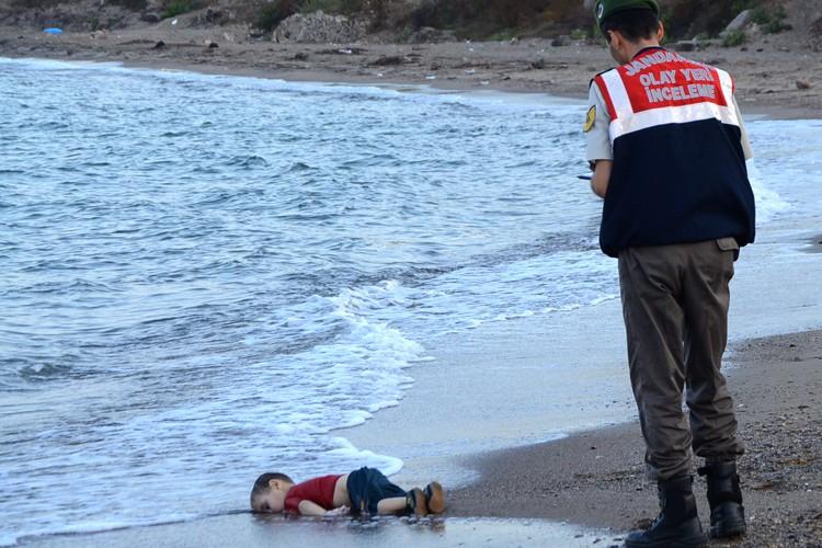 Le drame a semé l'émotion sur les réseaux... (PHOTO AFP)